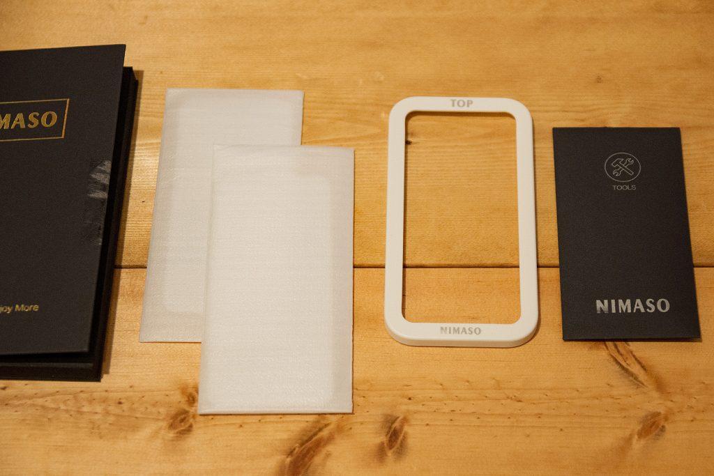 nimaso ガラスフィルム iPhoneSE(第2世代)用の同梱物