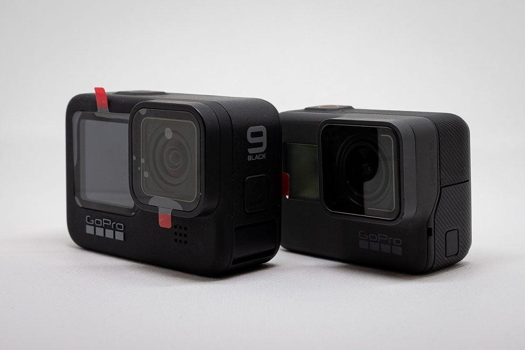 GoPro Hero9 BlackとGoPro Hero5 Black。一回りサイズが大きくなっている