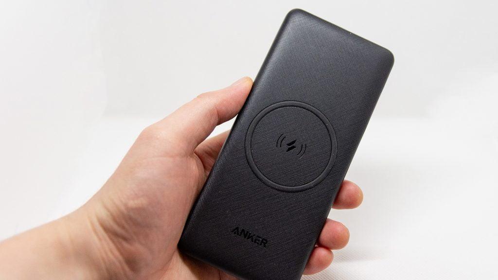 Anker PowerCore III 10000 Wirelessは243gとちょっと重たいかも。